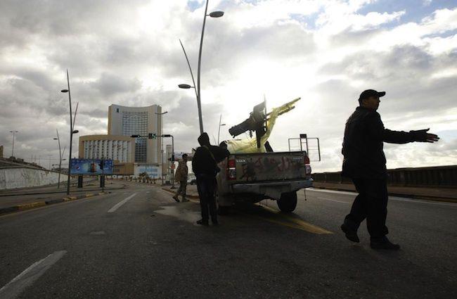 Guerra in Libia 2015, incursione terreste degli egiziani a Derna: a rischio la Tunisia
