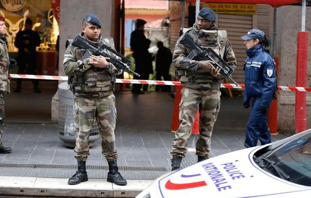 Aggressione in Francia: 3 militari accoltellati davanti ad un sito ebraico a Nizza
