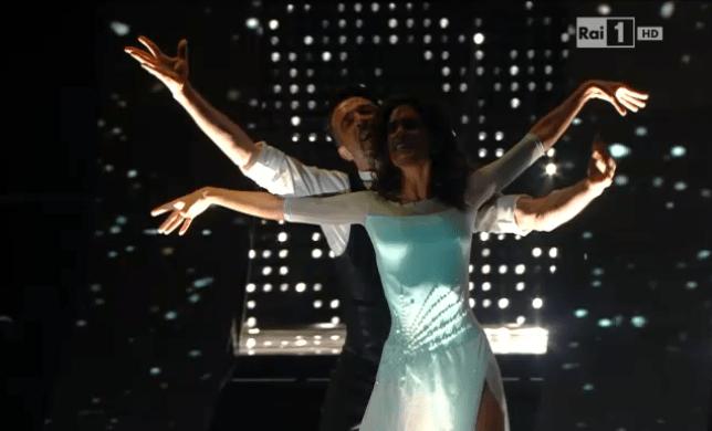 Sanremo 2015: omaggio a Mango con un passo a due sulle note di Lei verrà