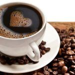 Quanti caffè al giorno si possono bere? Cosa succede con 3 tazzine