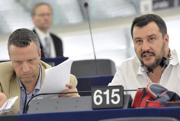 Salvini contro Tosi: il sindaco di Verona è fuori dalla Lega Nord