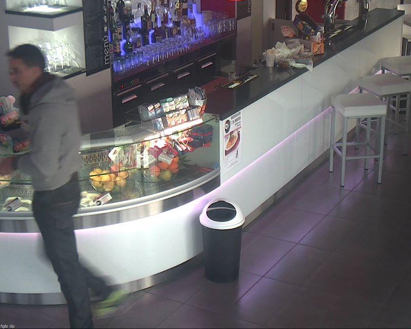 Titolari di un bar pubblicano la foto del ladro su Facebook e lanciano un appello