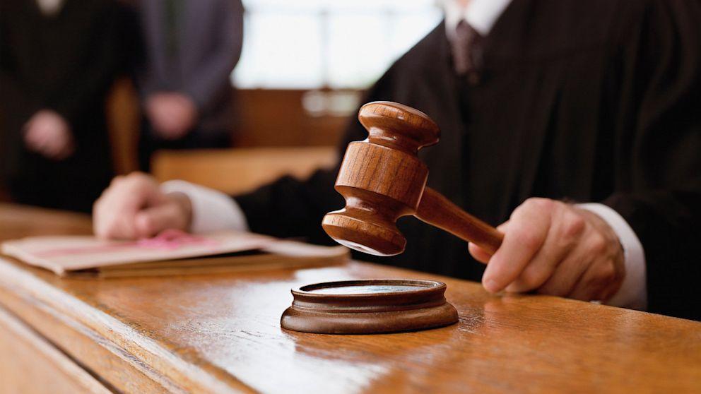 Processo rinviato per mancanza di un passaggio al detenuto ai domiciliari