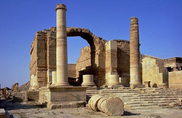 Isis distrugge l'antica città di Hatra in Iraq