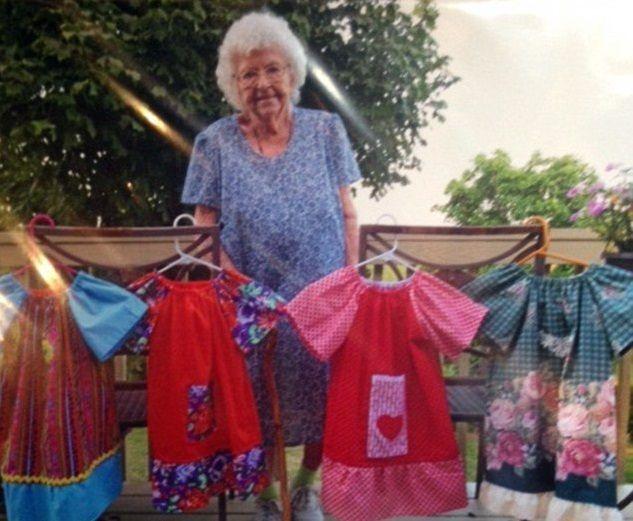 Lillian Weber, la 99enne che cuce abiti per le bimbe povere