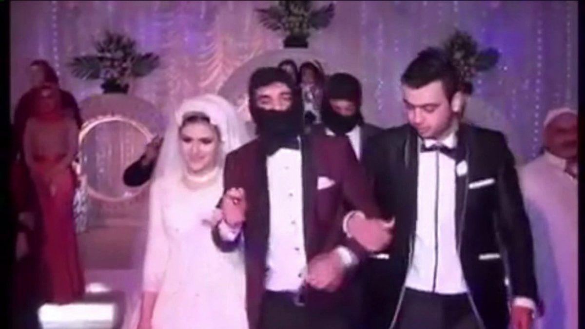 Matrimonio stile ISIS in Egitto: jihadisti irrompono durante la cerimonia e ingabbiano gli sposi