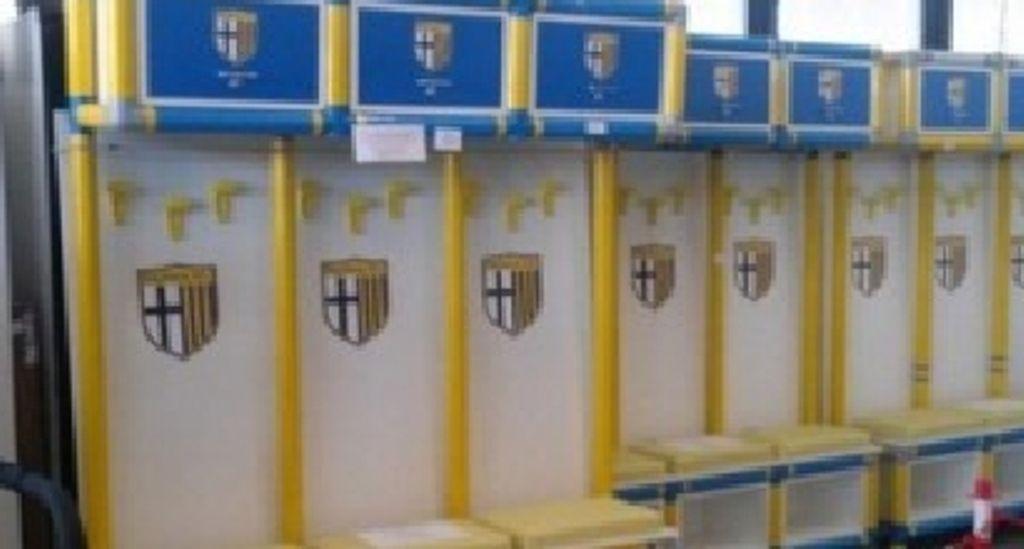 Parma calcio news: tifosi vincono l'asta per la panchina e la restituiscono