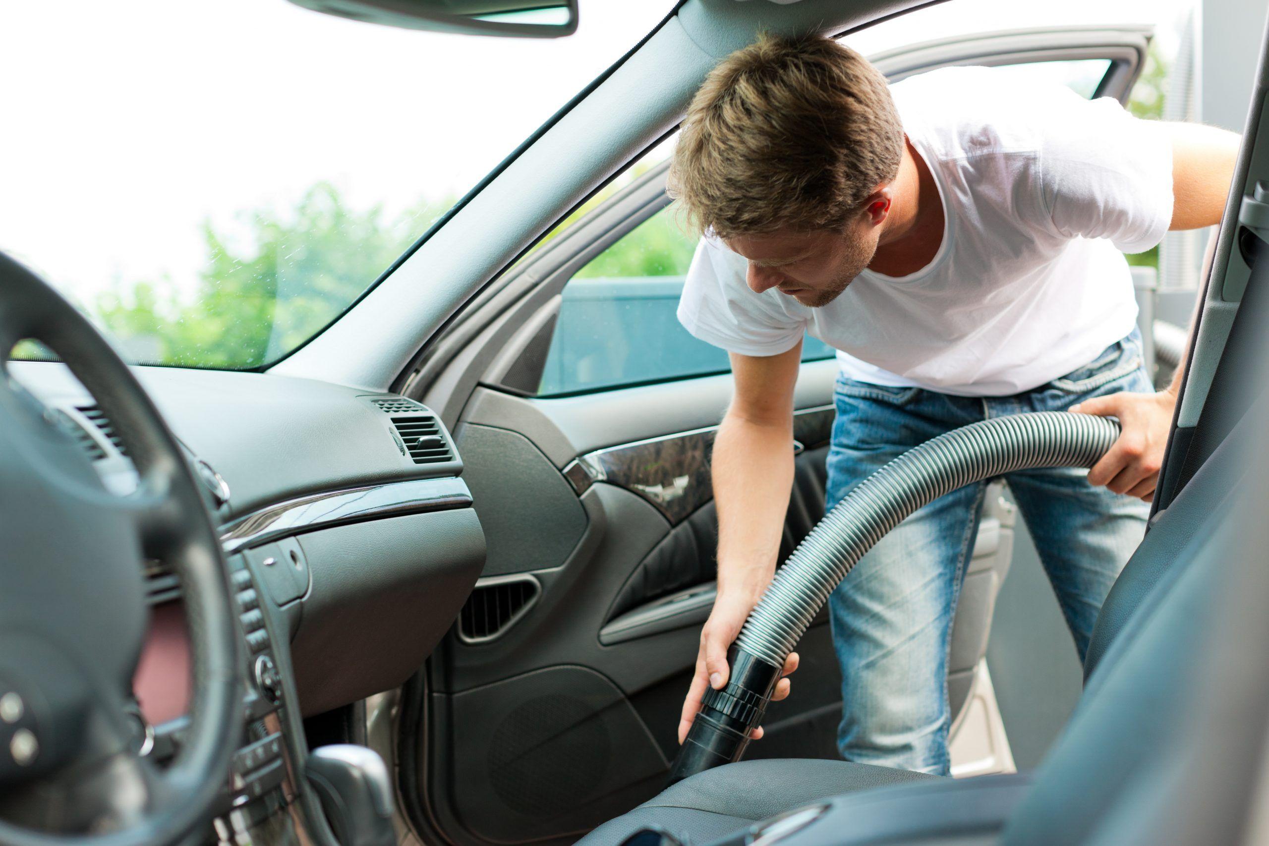 Pulizia interni dell'auto: come avere una macchina (quasi) nuova
