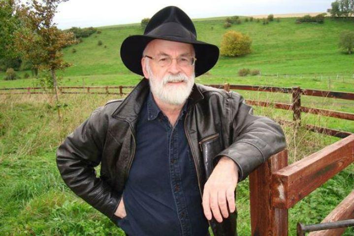 Terry Pratchett, morto l'autore della saga Mondo Disco: era malato da tempo di Alzheimer