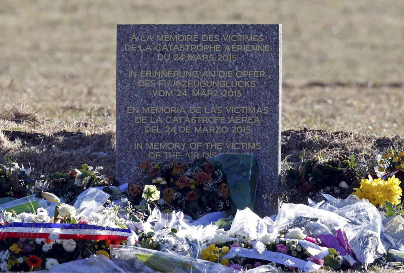 Chi era Patrick Sondenheimer, il capitano dell'aereo caduto in Francia