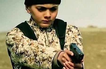 Isis: bambino spara ad un prigioniero