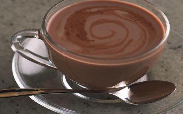 Anziana prepara la cioccolata ai nipotini: era scaduta da 25 anni