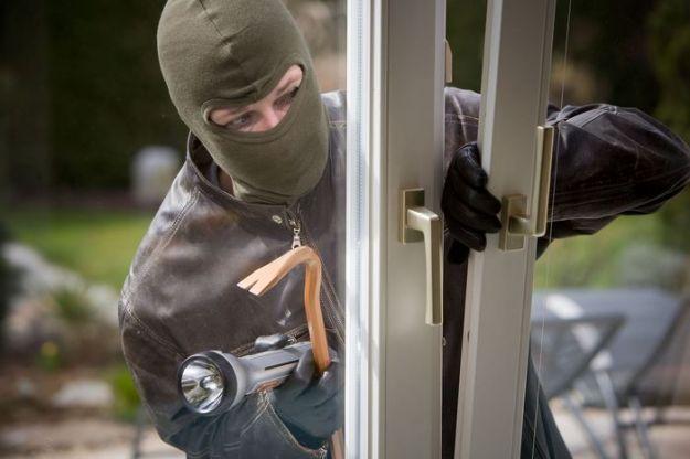 Come fanno i ladri ad aprire le porte blindate? [VIDEO]