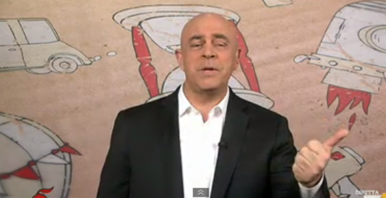 Crozza a diMartedì del 17 marzo 2015: 'L'Italia è un organismo geneticamente marcio'