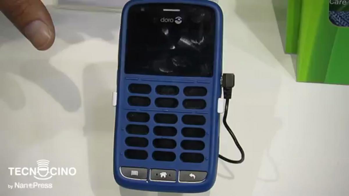 Lo smartphone per non vedenti, Doro 820 Claria