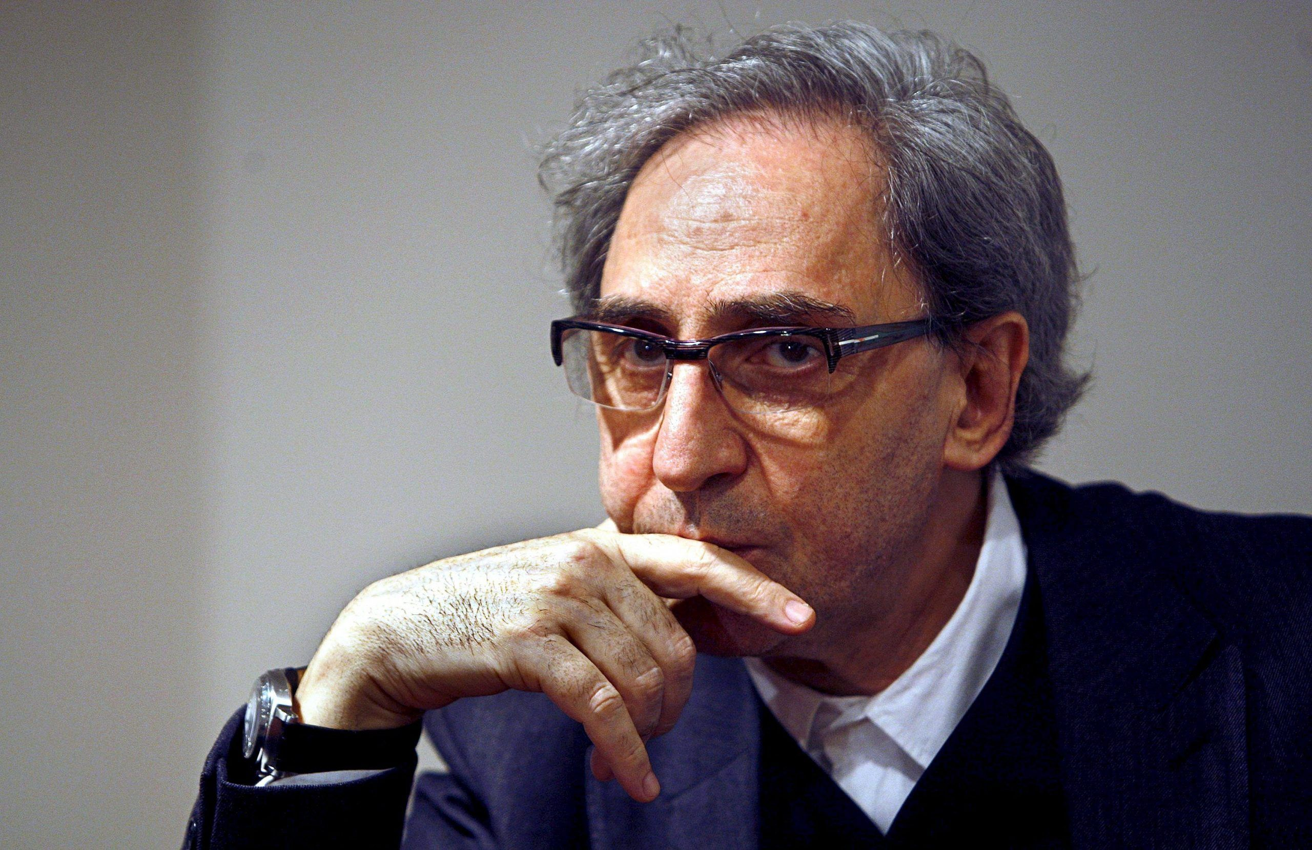 Franco Battiato: caduta dal palco a Bari e femore rotto