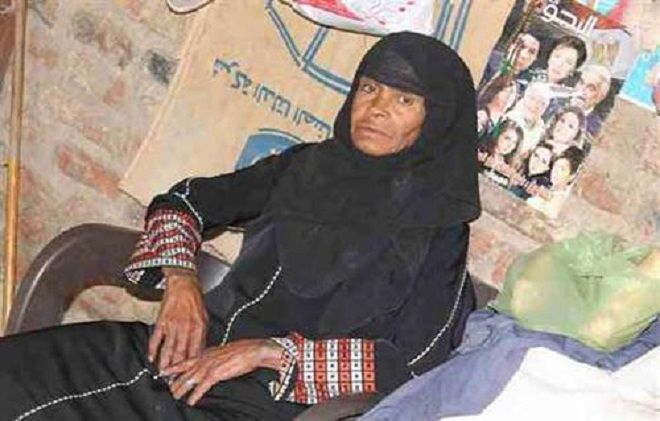 Ha vissuto da uomo 43 anni per amore della figlia: in Egitto è 'la madre ideale'