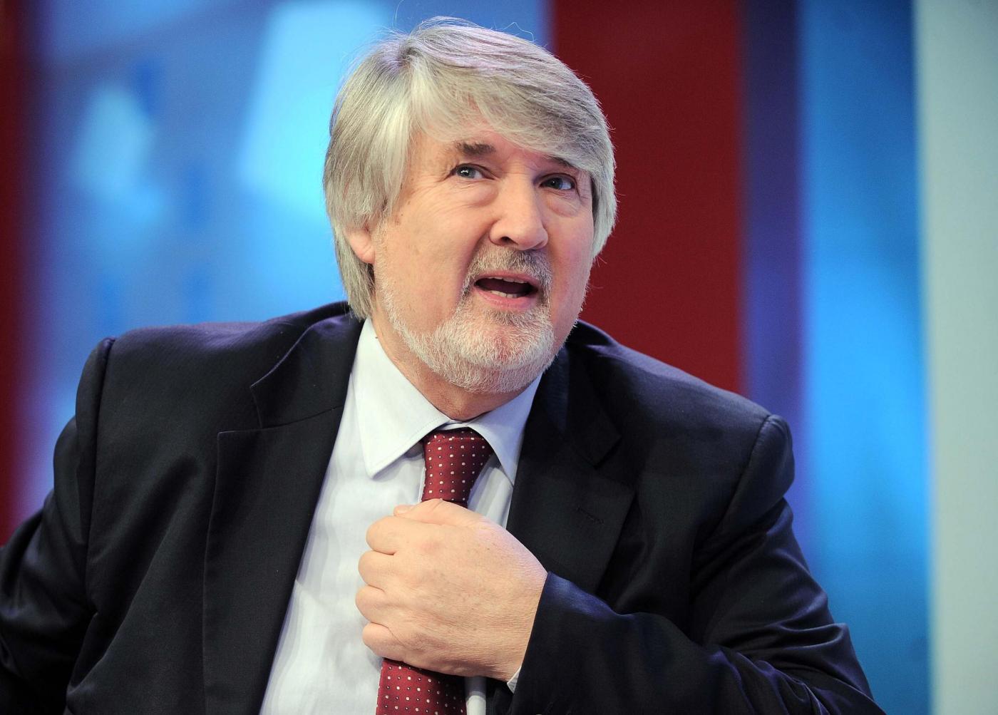 Il ministro Poletti critica le vacanze troppo lunghe e propone un'alternativa