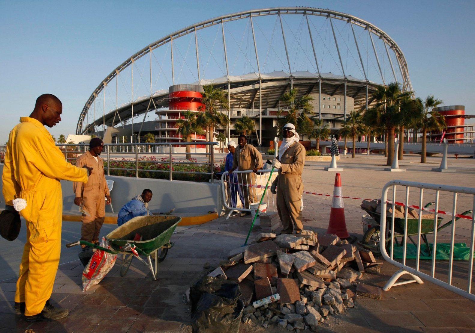 Mondiali 2022 in Qatar: il silenzio sulle condizioni disumane degli operai che lavorano agli stadi