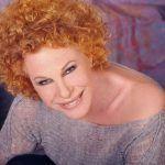 Ornella Vanoni scrive ai gay su Facebook: 'Non conciatevi da Priscilla'