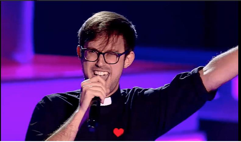 Dopo Suor Cristina, a The Voice Spagna arriva un prete: Padre Damian canta Angels