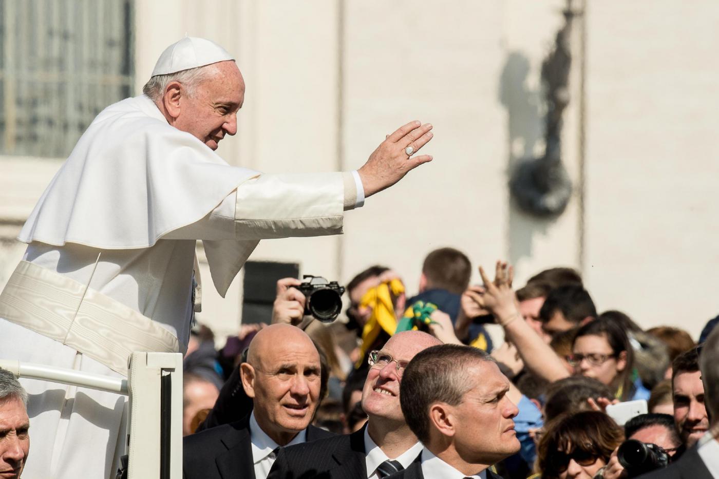 """Napoli: Papa Francesco a Scampia esorta i napoletani: """"Reagite alla camorra"""""""