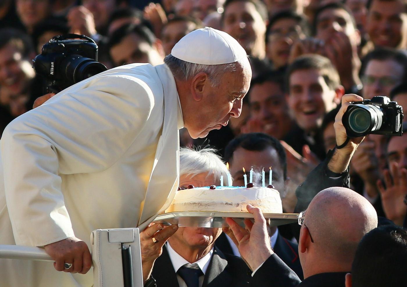 Papa Francesco festeggia il compleanno in San Pietro