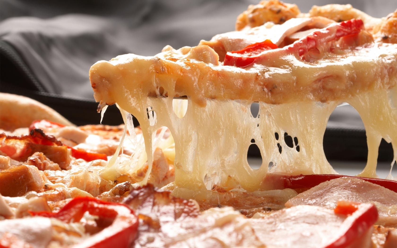 Scopre di avere un tumore al seno mangiando la pizza