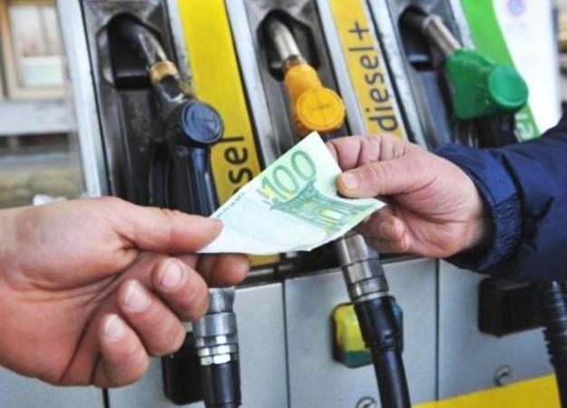 Prezzi benzina 2015: la situazione in Italia e in Europa