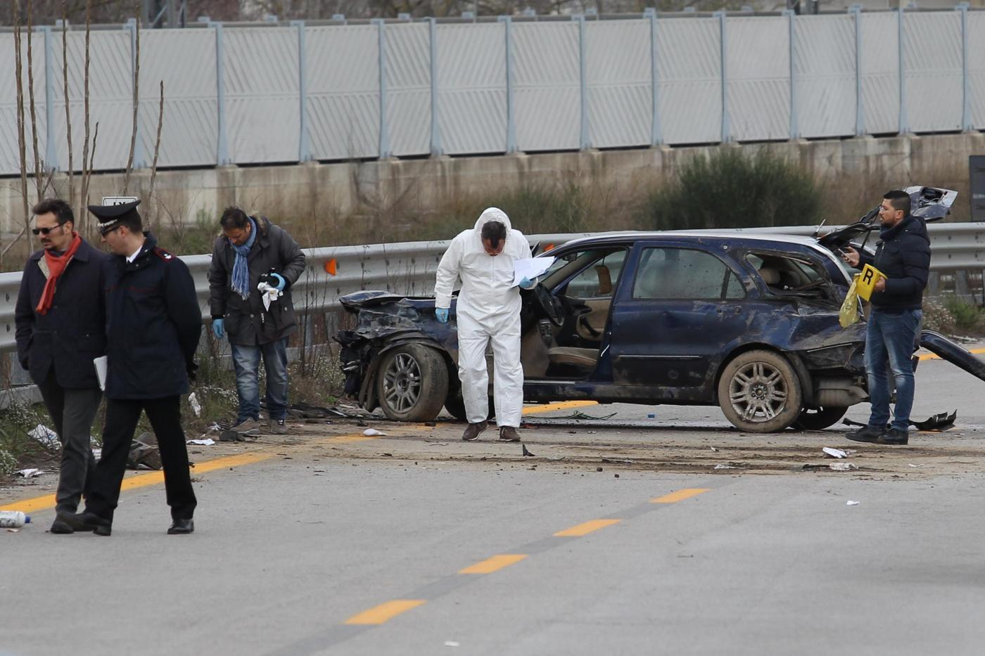 Tentata rapina in provincia di Napoli: un morto e 9 feriti, fermati 2 carabinieri