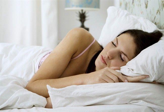 Sensazione di cadere mentre si dorme: la scienza spiega il motivo