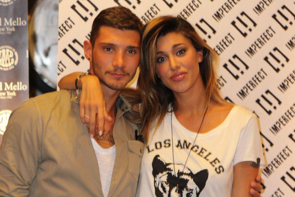 Belen Rodriguez e Stefano De Martino 'separati in casa' per Chi. Lei attacca: 'Devono vendere copie'