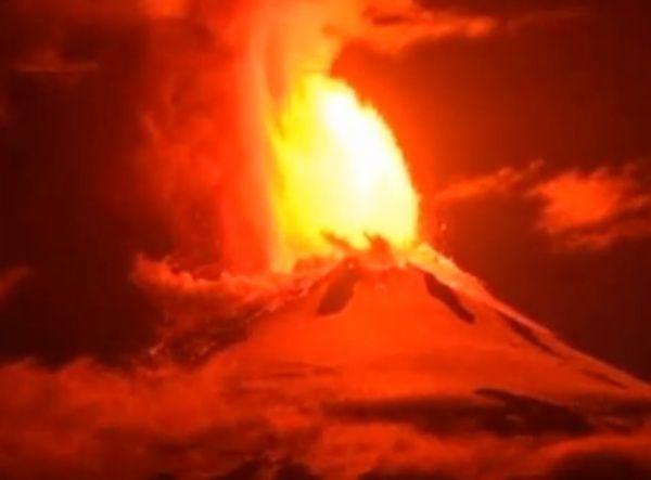 Cile, vulcano Villarrica in eruzione dopo 15 anni di inattività
