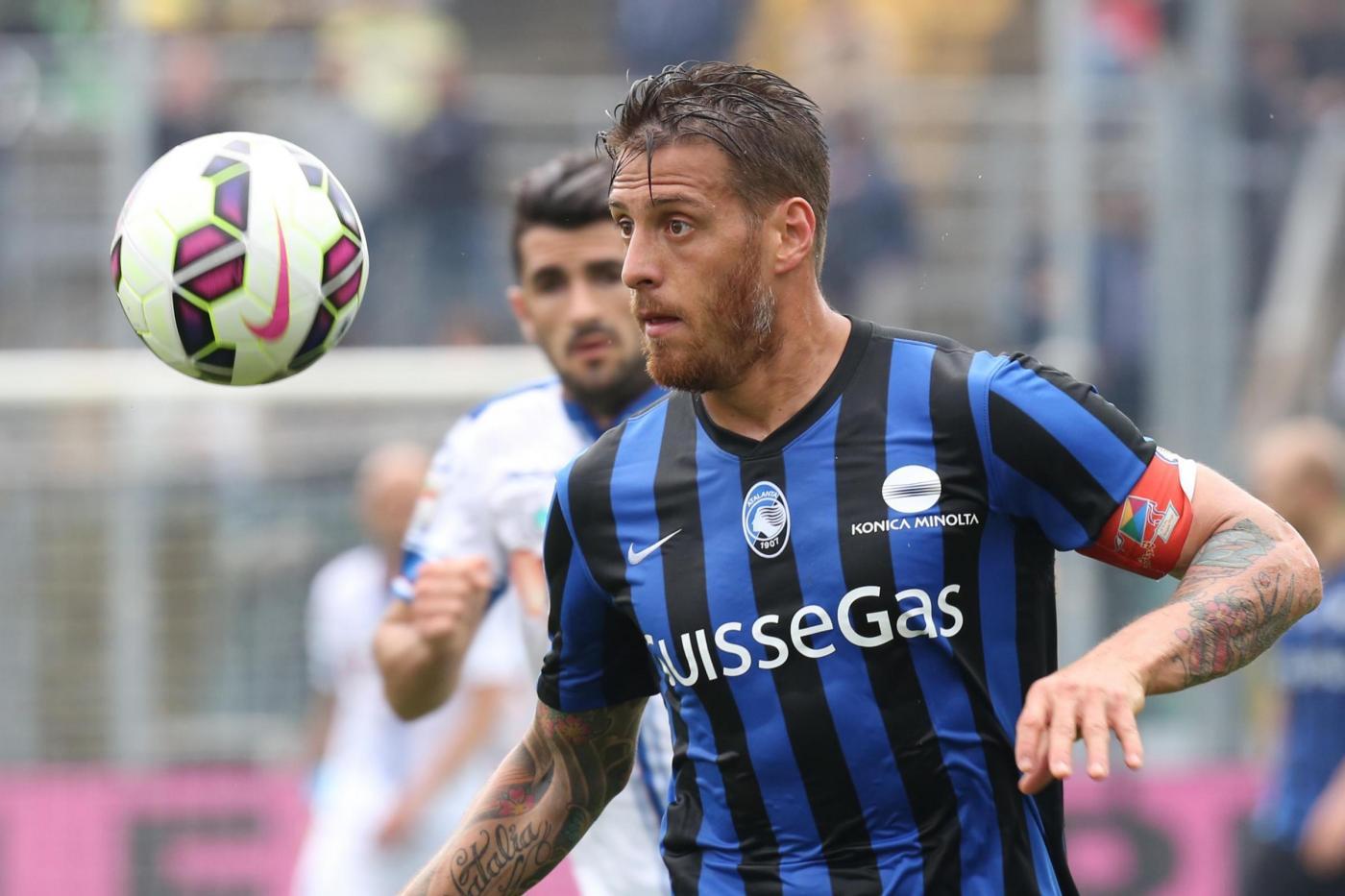 Calcio, Denis squalificato 5 giornate per il pugno a Tonelli
