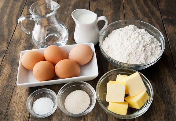 Farina uova burro e latte