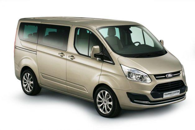 Ford Tourneo Custom: il trasporto persone guarda avanti