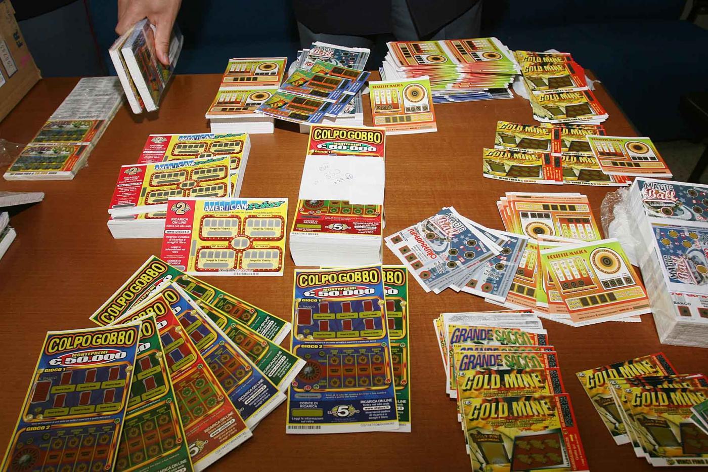 Vince due milioni di euro al Gratta e Vinci ma il biglietto è piegato e non può riscuotere