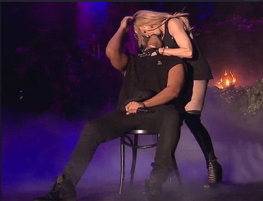Madonna bacia Drake al Coachella Festival: il rapper non gradisce l'effusione