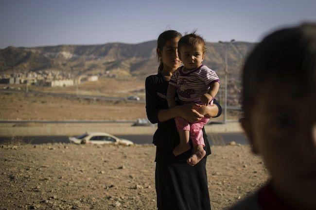Isis, miliziani stuprano bambina di 9 anni: ora è incinta