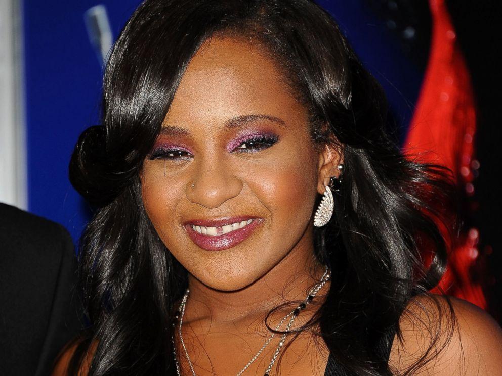 Bobbi Kristina Brown si risveglia dal coma: la figlia di Whitney Houston in ripresa