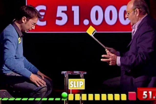 Gerry Scotti ad Avanti un altro, una gaffe fa perdere un concorrente: si scatena la polemica