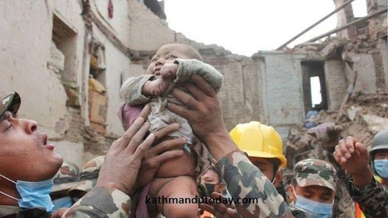 Terremoto Nepal, neonato estratto vivo dalle macerie