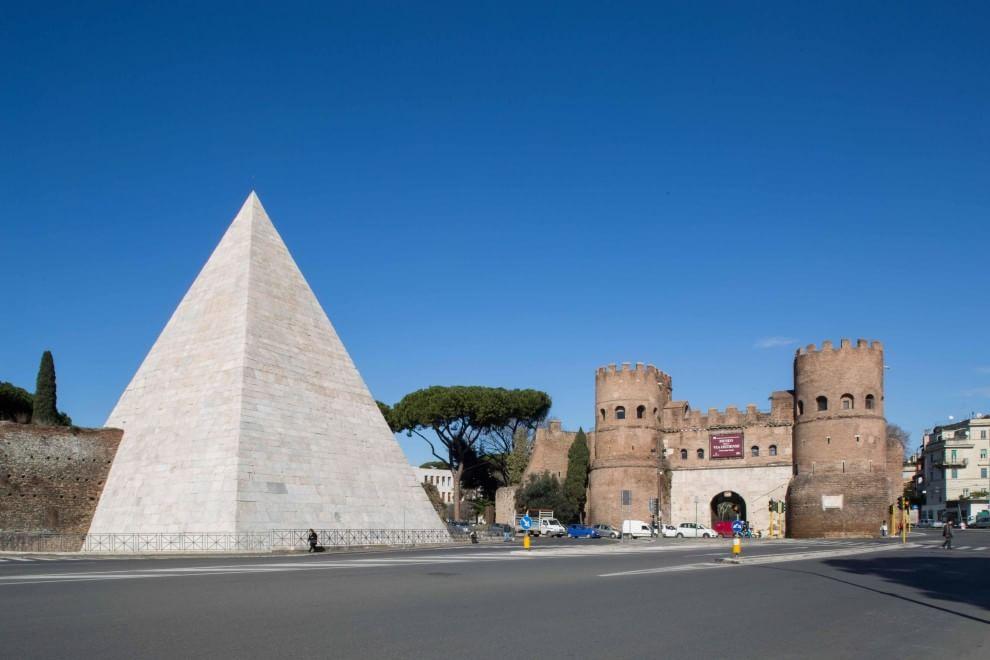 Piramide Cestia di Roma: dopo il restauro torna all'antico splendore