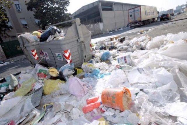 Rifiuti, digestore a Scampia: la protesta dei comitati di quartiere