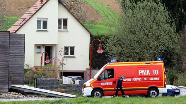 Madre uccide tre figli, la quarta è riuscita a scappare: ferito il padre dei bimbi