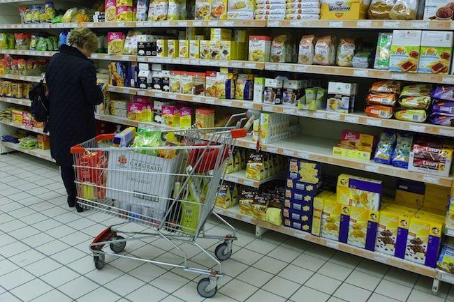 Trucchi dei supermercati per vendere di più: come il marketing condiziona gli acquisti
