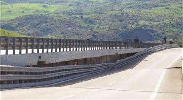 Il viadotto A19 Palermo-Catania crolla