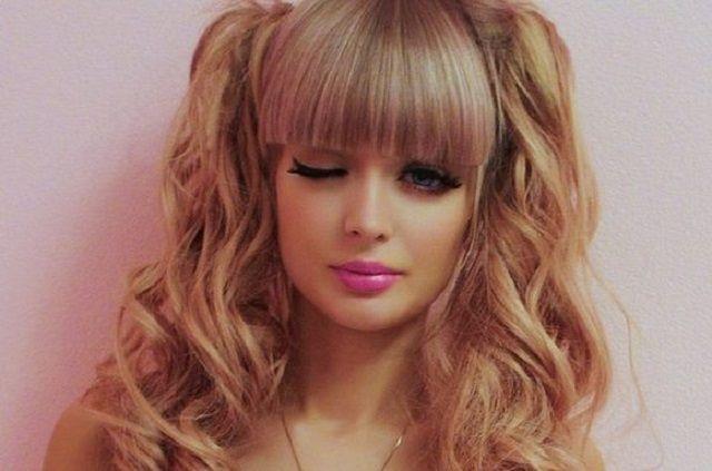 Angelica Kenova, la Barbie russa costretta dai genitori a vivere come una bambola
