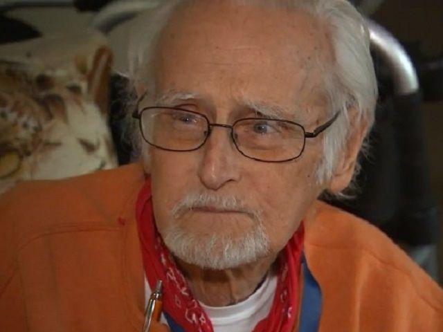 Anziano malato e affamato chiama i soccorsi: ecco cosa ha fatto l'operatrice per lui