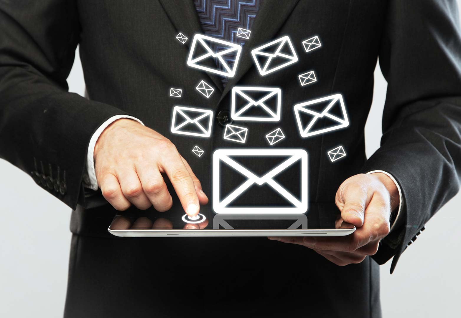 Si scrive e-mail o email?
